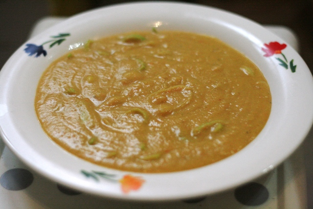 Linsensuppe mit Curry und Kokos