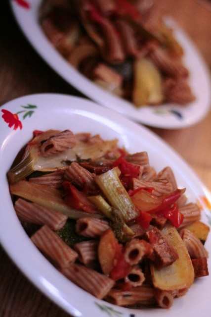 Rigatoni mit geschmortem Spätsommer-Gemüse