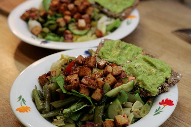 Salat mit grünen Bohnen und Tomatentofu